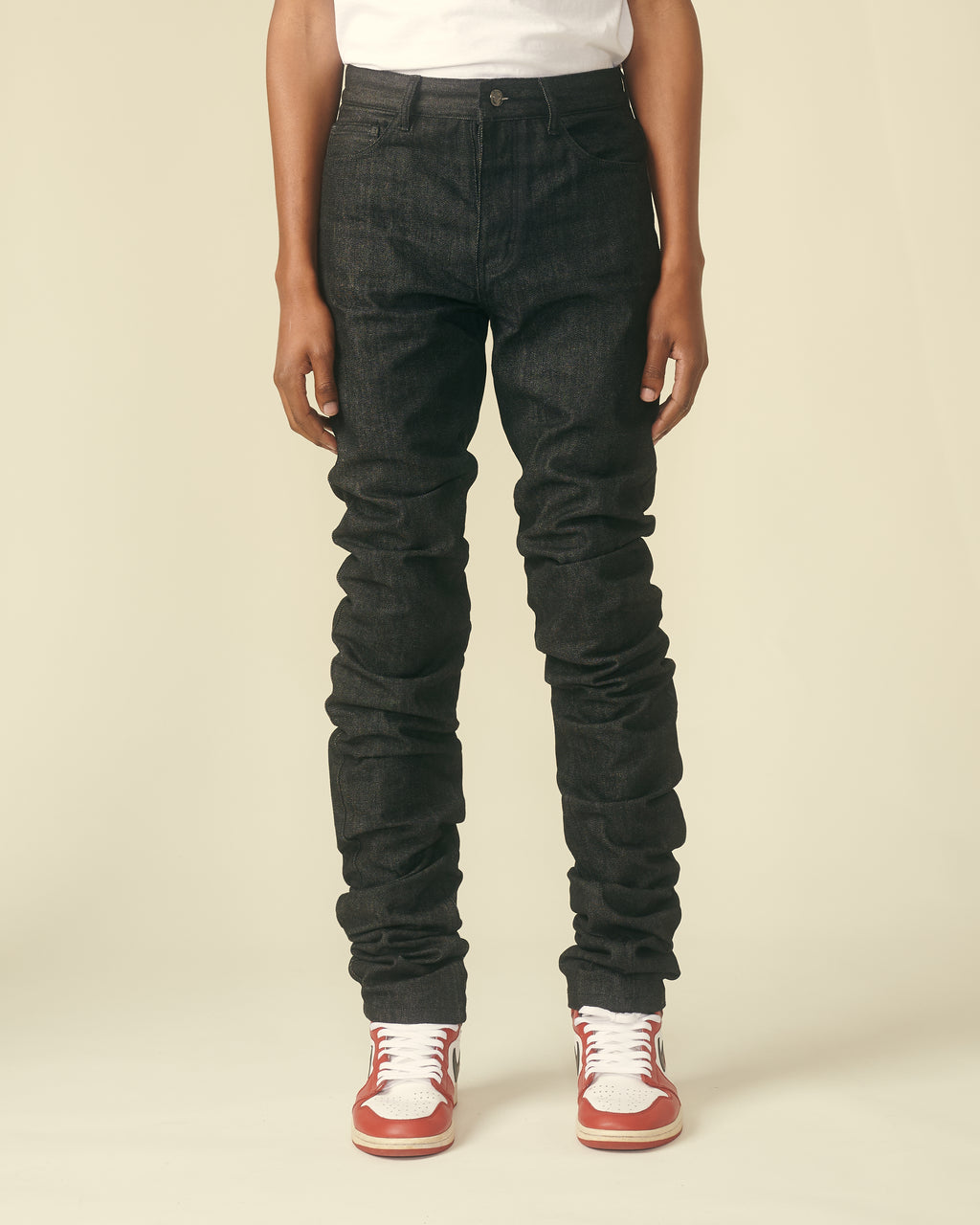 BLACK RAW STACK DENIM