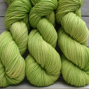 Luna Grey Calypso Yarn | Colorway: Lemon Lime