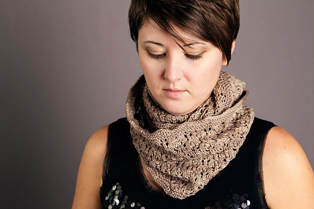 Paper Lanterns Cowl Kit  |  Pattern + Yarn