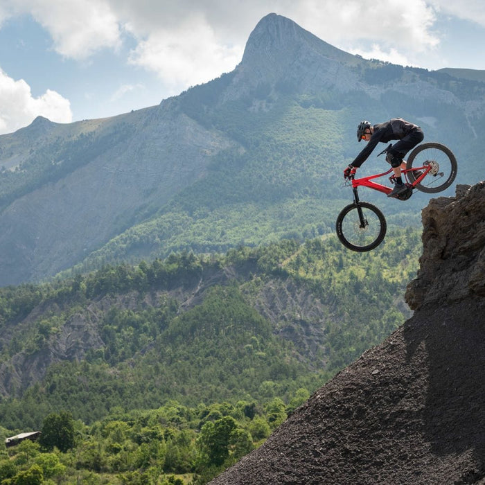 GIANT Releases the Best E-Bike on the Downhill Mountain Bike Market! The REIGN E+!