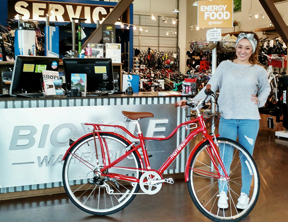 Raquel and her new Momentum bike