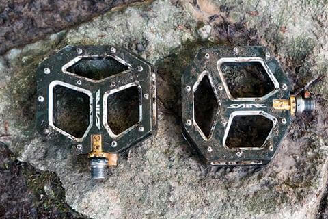 FLAT PEDALS FOR MOUNTAIN BIKING