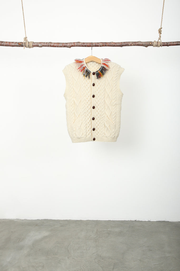 Wool sleeveless neck tasseled cardigan