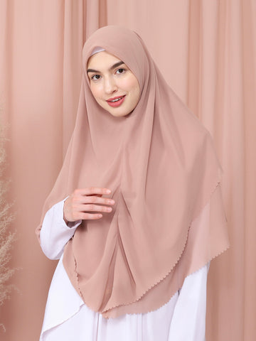 Moira Khimar in Latte