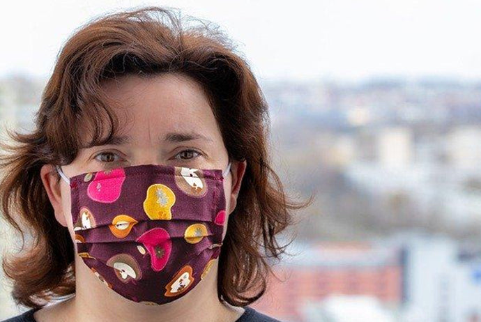 What Experts Say about Wearing a Face Mask in Public Places during the Pandemic
