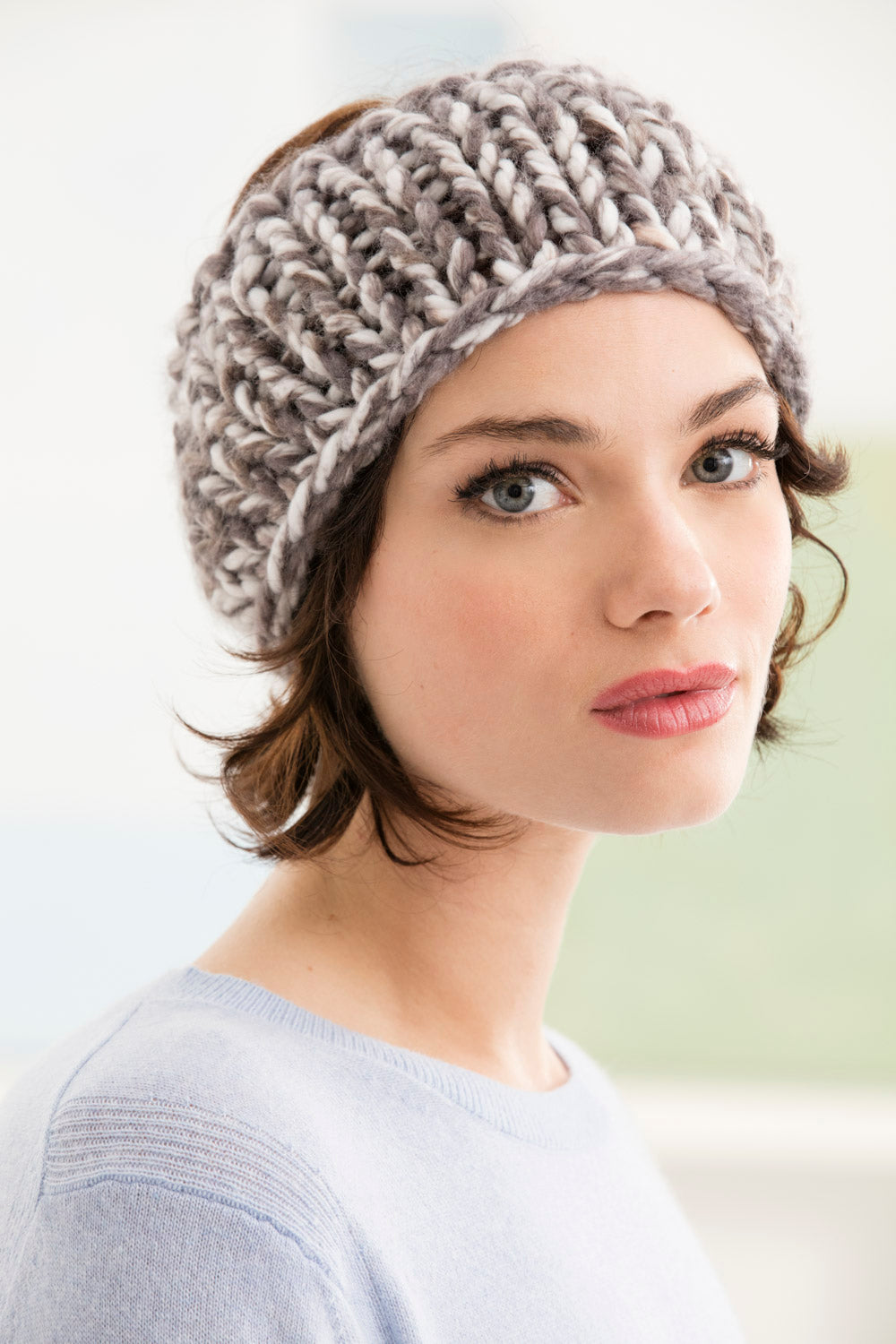 Chunky gray and white knitted headband pattern.