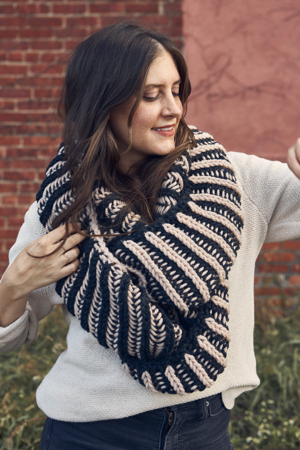 Illusionist Infinity Scarf (Knit)