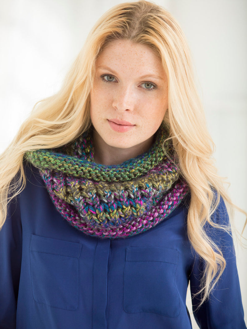 Two Color Cozy Cowl (Knit)