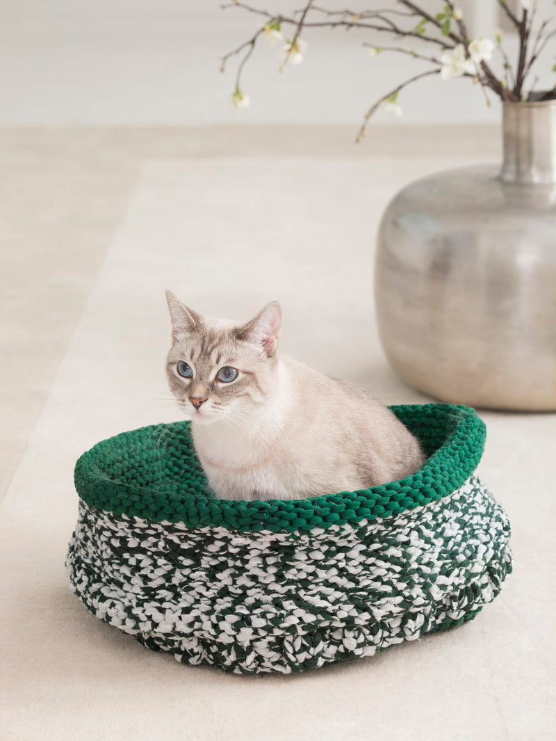 Cat Bed (Knit) - Lion Brand Yarn