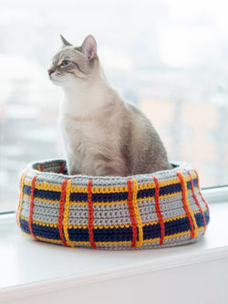 Curl-Up Kitty Cat Bed (Crochet)