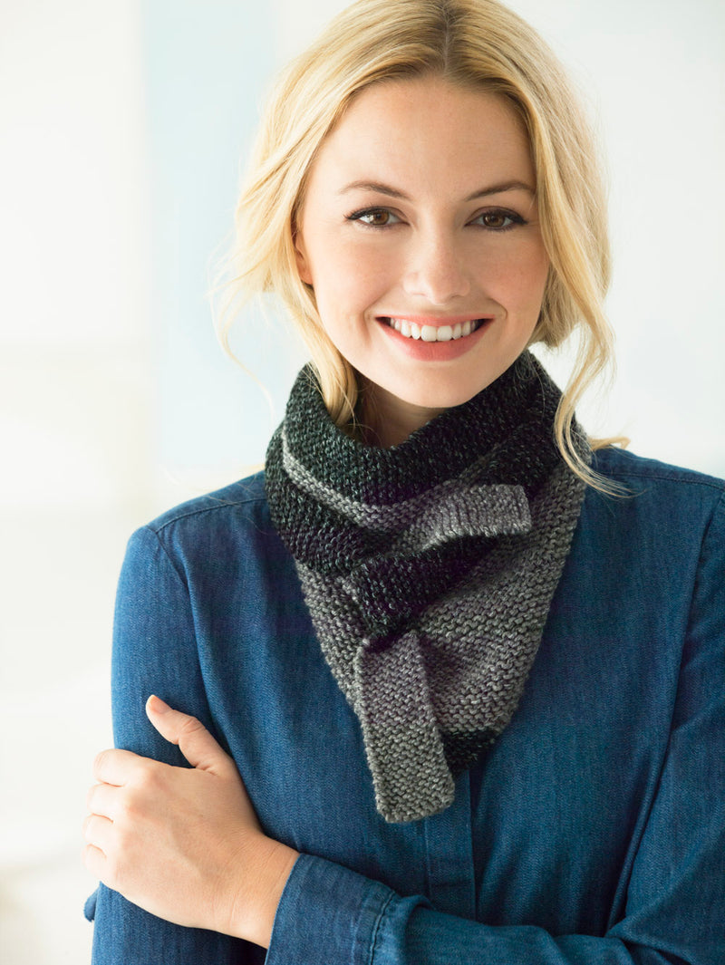 Color Tipped Triangle Scarf (Knit)