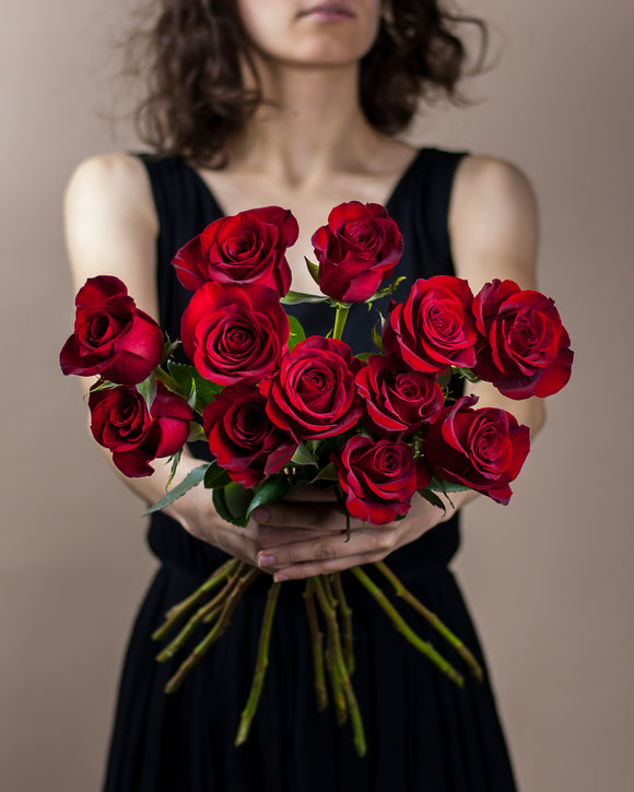 ONE AND ONLY dozen roses -Metaflorist