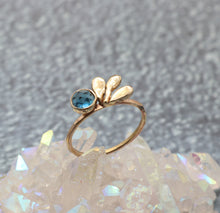 Load image into Gallery viewer, 14k Cluster Leaf London Blue Topaz Ring