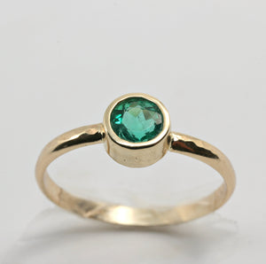 Emerald Ring, Solitaire 14k Gold hammered Band