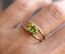 Load image into Gallery viewer, 14k Gold Peridot Solitaire Ring