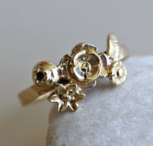 Load image into Gallery viewer, 14k Gold Flower Cluster Ring