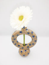 Load image into Gallery viewer, Donut vase 022