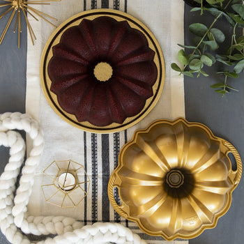 Nordic Ware Premier Gold Collection Anniversary Bundt Pan