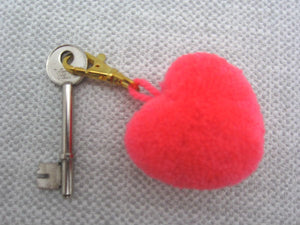 25pcs+ Fluffy Pom Heart Keyring