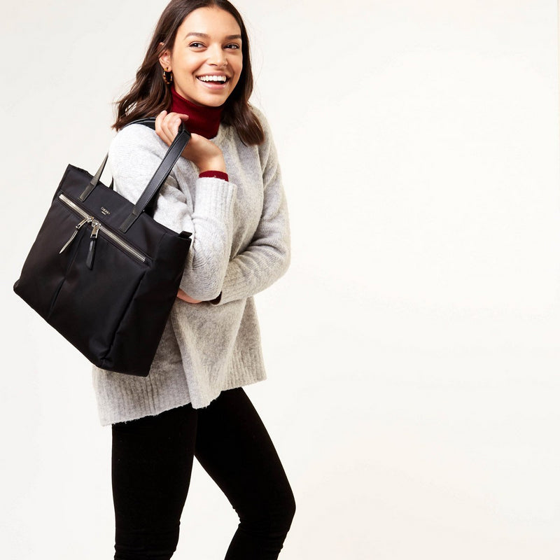 Blenheim-Tote-15_-Black-on-the-model-2_1500x1500