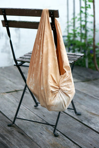 Turn a Furoshiki into a bag - Xiapism Natural Dye