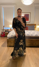 Load image into Gallery viewer, Printed Maxi Dress - Black