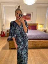 Load image into Gallery viewer, PRINTED KIMONO MAXI DRESS - TEAL/MIDNIGHT