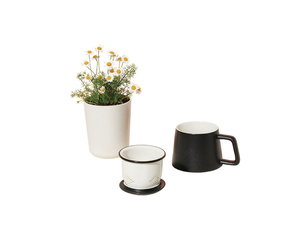 Grow, steep and sip. This set encourages you to take a moment for yourself everyday. Chamomile is the perfect herbal pairing for this all-in-one ceramic tea steeper and mug.