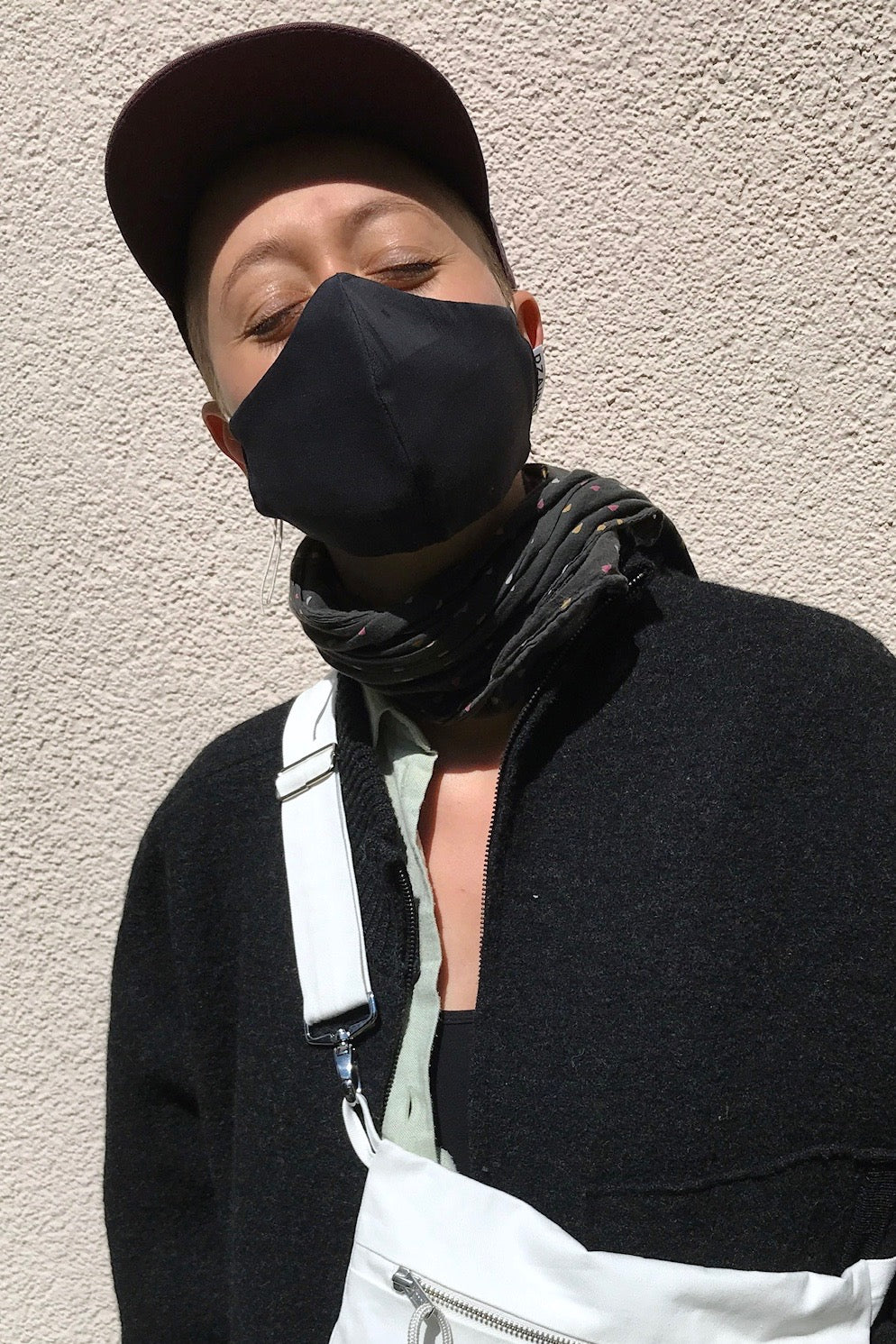 Mask in Black with elastic cords