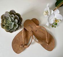 Load image into Gallery viewer, Cork Flip Flops - Vegan Thongs - Fairtrade  Sandals by Artelusa Portugal