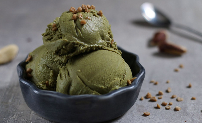 Veganes nussiges Matcha Eis