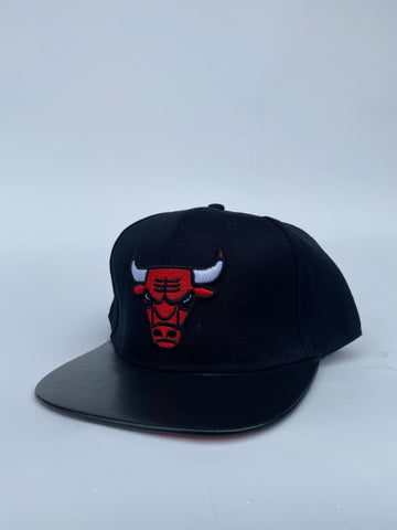 Bulls logo black leather brim snapback
