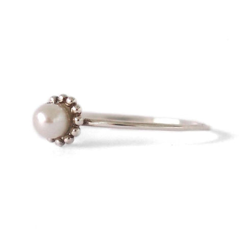 Dot Pearl Ring / Silver
