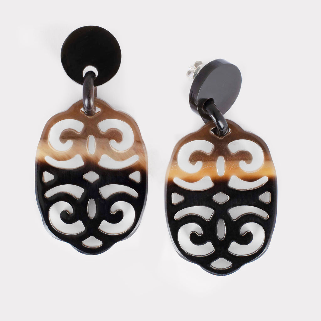 Anita earrings: Carved ornament earrings in buffalo horn. Color: brown shades.