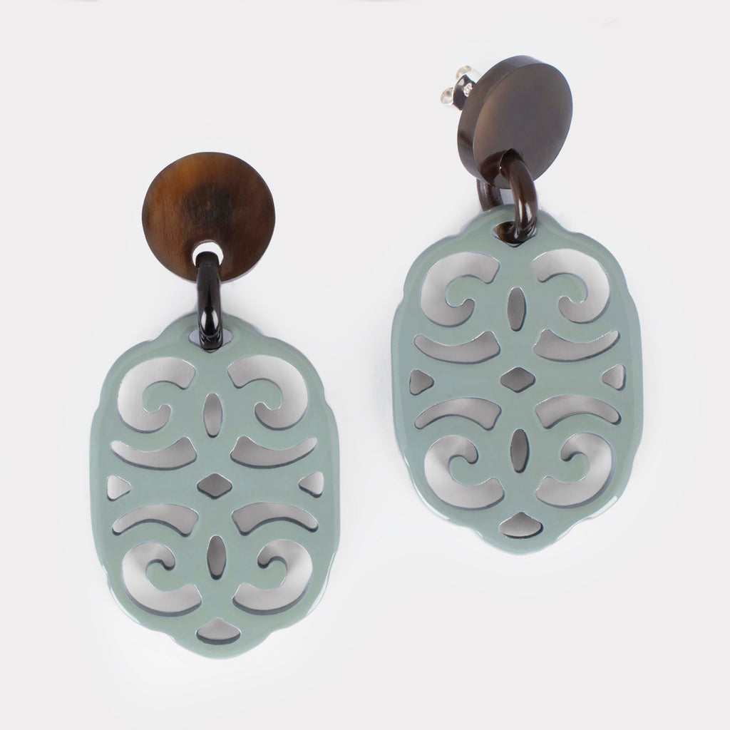 Anita earrings: Carved ornament earrings in buffalo horn. Color: ice.