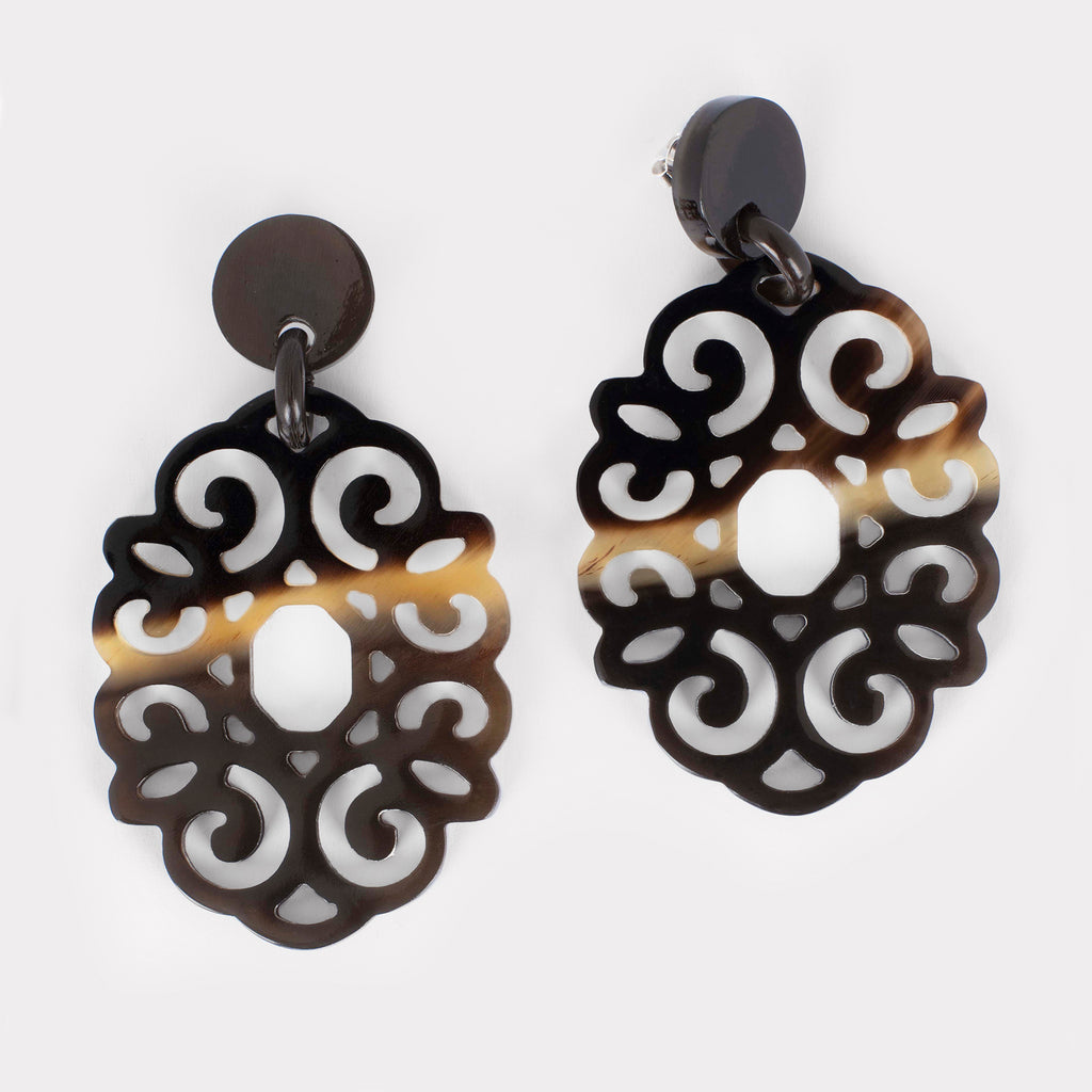 Majestic earrings: Large carved ornament earrings in buffalo horn. Color: brown shades.