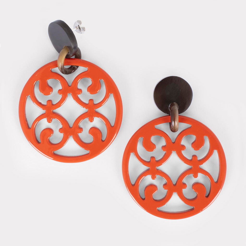 Porto earrings: Carved lacquered Gothic earrings in buffalo horn. Color: coral.