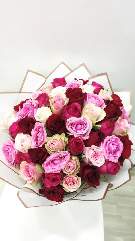 Hand Bouquet ( 50 Roses )