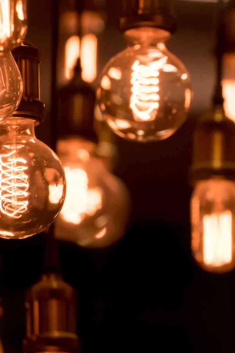Various sizes of light bulbs in a dark room