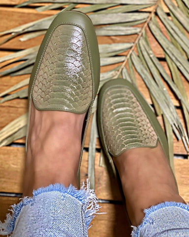 Round-toe Solid Color Snakeskin Shallow Mouth PU Leather Loafers