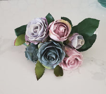 Load image into Gallery viewer, Bouquet of Roses