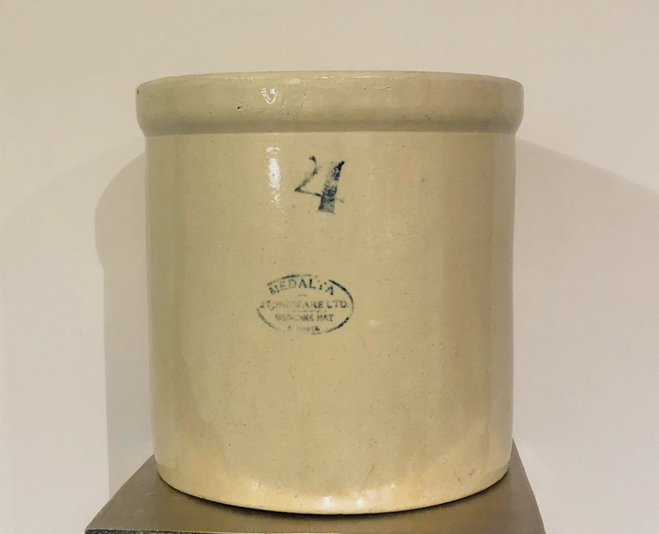 MEDALTA POTTERIES CROCK