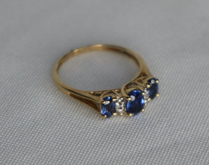 10ct yellow gold sapphire ring