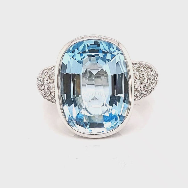 18CT White Gold Topaz Ring