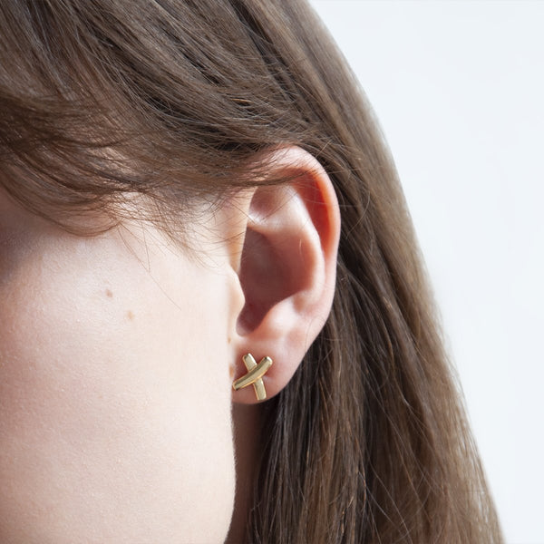 Najo Kiss Stud Gold Earring