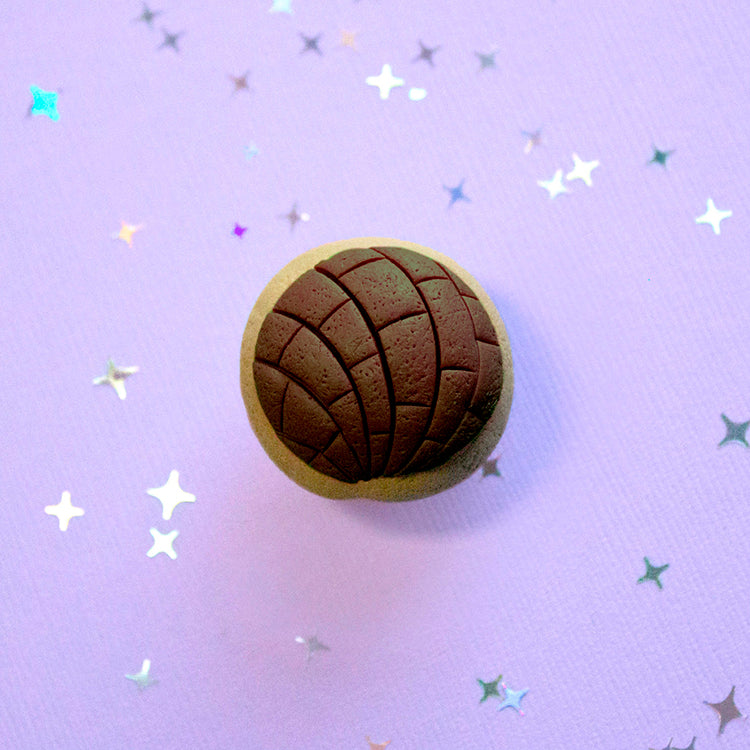 Handmade Concha Pin (Brown)