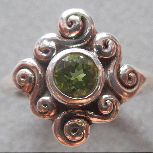 Richelle Leigh Sterling Silver Peridot Swirl Ring R127SSP Artistic Designer Handcrafted Jewelry