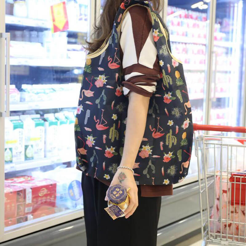 Foldable grocery shopping bag in real shot