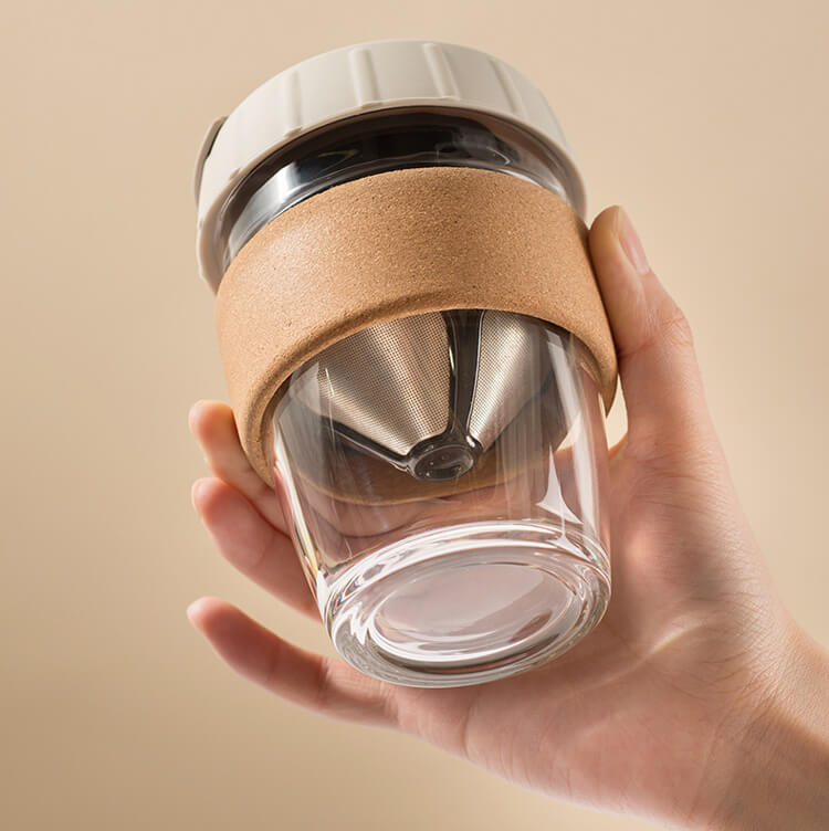 Reusable glass coffee cup with foldable coffee filter