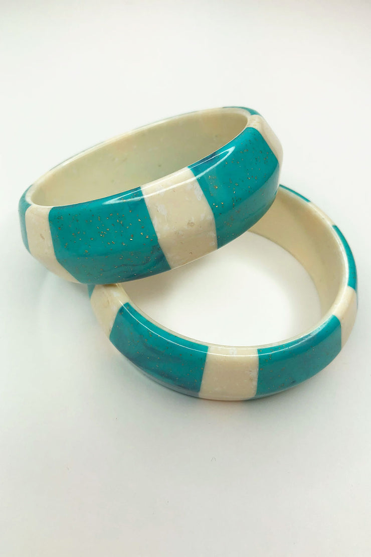 Tee-Ki Togs True Vintage Genuine Lucite Turquoise and White Bangle